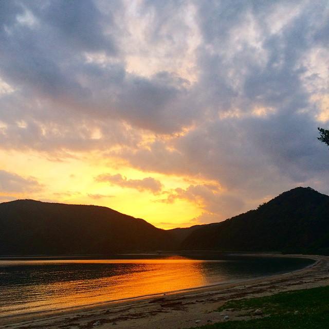 引っ越してより近くなった家の最寄りのビーチ、諸鈍長浜の夕陽。