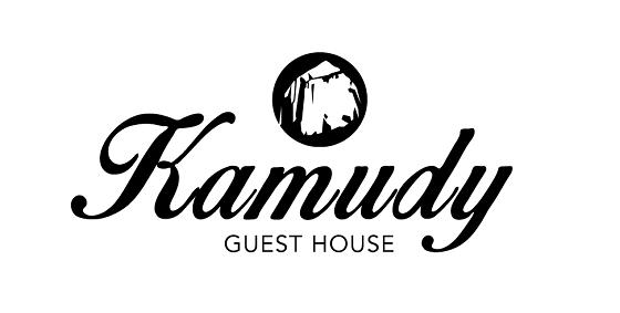 ゲストハウスのロゴには『Kamudy』の由来となった嘉入の一枚岩「亀石(カムデイ)」があしらわれています。