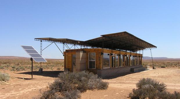 日本人の夫婦とアメリカの学生が建てる、ネイティブアメリカンの家「DesignBuild BLUFF」|Re:世界の小さな住まい方