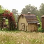 まるで童話の家みたい!メルヘンチックでオフグリッドの小さな村「Karenville」