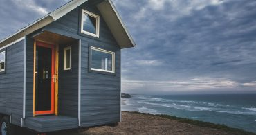 高断熱・低光熱費の秘密は外壁に、トレーラーハウス、「Monarch Tiny Homes」