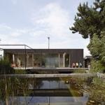 ビオトープを中心に建てた、自然と共に過ごす家「THE POND HOUSE」
