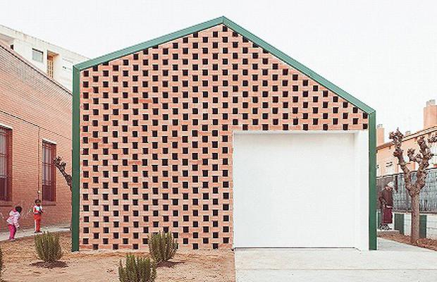 デザイン性とセキュリティを兼ね備えた、スペインの食料配給施設「SDA Campclar」