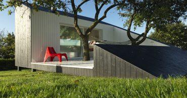 まるで一つのアートのような、三角形の家「Slice」