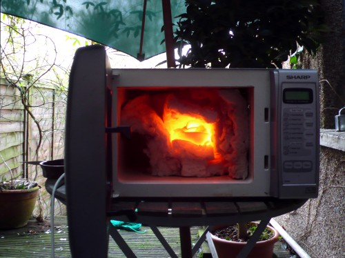 smelting-iron-ore-in-a-microwave_thomas-500x374