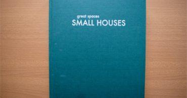 【書評】世界中の小さくて豊かな空間が勢揃い「SMALL HOUSES―great spaces」|YADOKARIの本棚