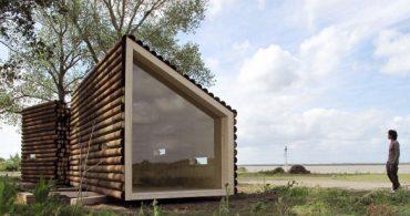 あえてのデコボコデザイン、木材をそのまま使ったようなログハウス「Flake House」