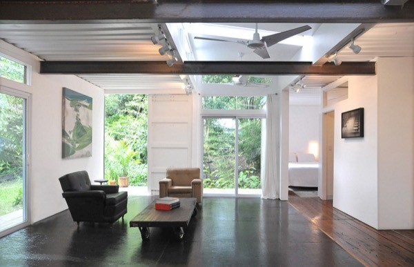 Artist-Shipping-Container-Home-Studio-004-600x387
