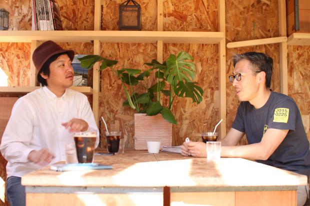 左:YADOKARI共同代表 さわだいっせい 右:天城カントリー工房 土屋雅史さん