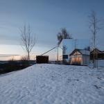 まるで透明な家のよう?景色に溶け込むプレハブの住宅「Casa Invisible」