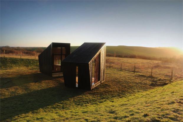 大地と人と芸術と、双子の小屋「The Observatory」