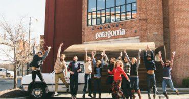 まだ捨てないで!ウッドのキャンパーで行く、パタゴニアの古着お直しツアー「The Worn Wear Mobile Tour」