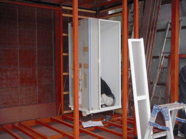 水回りのシャワーブースも設置中。