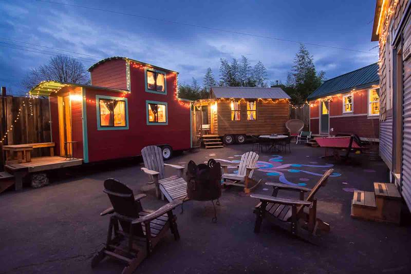 小さな暮らしを一泊から!全ての部屋がタイニーハウスのホテル「CARAVAN」