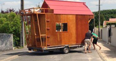 製作も移動も飛ぶ勢い。75時間でつくられた「Tiny house Euro」