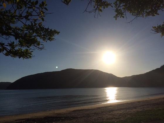 同じビーチで同じ日に撮影した夕陽。