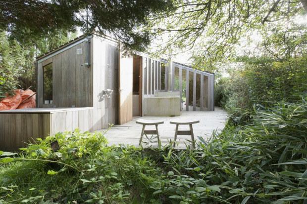 表と裏、ふたつの異なる庭を愉しむ小さなガーデンハウス「Poplar Garden House 」