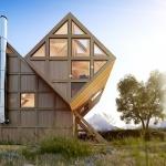 重力を無視するキューブ、斬新な見た目の機能的な別荘「VALLEY HOUSE」