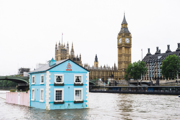 buck-airbnb-house-thames02-2-1074x714