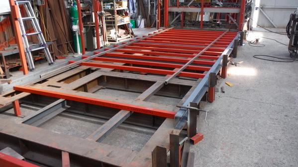 底の部分です。オレンジ色の50角は「根太」(ネダ)と呼ばれ、この上に床が敷かれます。