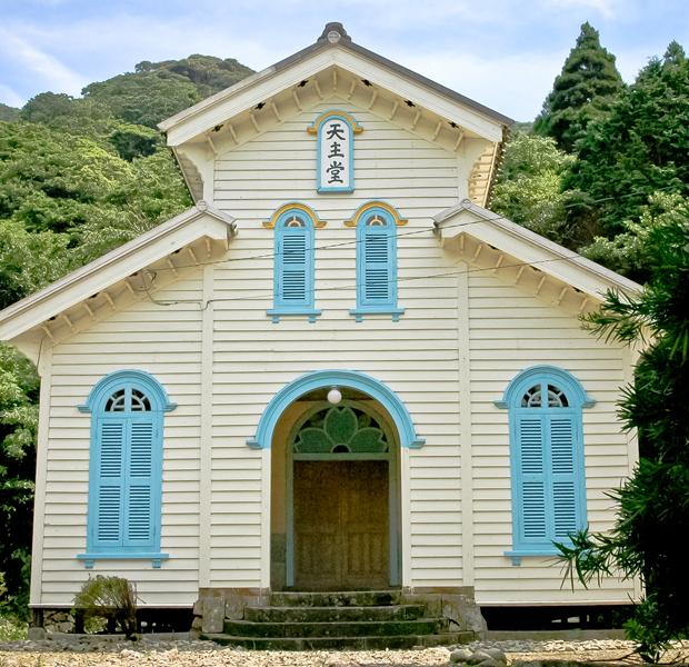 五島列島は祈りの島として知られ、多くの教会が大切に守られています。来年度の世界遺産登録を目指している教会のひとつ、江上天主堂。
