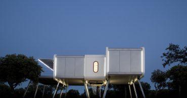 まるでUFOのよう?デザインも中身も近未来的なプレハブハウス「Spaceship House」