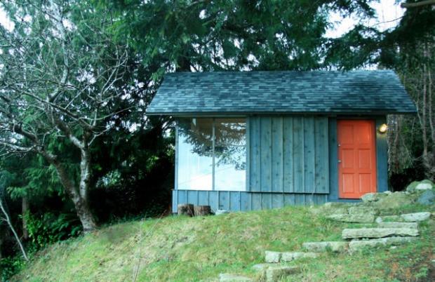 鬱な気分にさようなら、創造性を引き立てるホームオフィス「Hinterland Studio Cabin」
