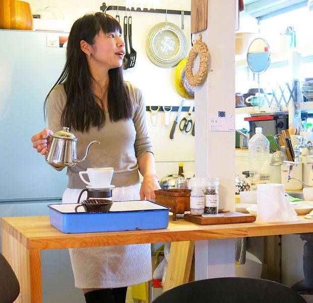 プレスツアーでは島の方の家に訪問も。リノベの女王と呼ばれる芳澤瞳さんは期間集中型で仕事をして、あとは家のリノベーションをしながら愛息子と一緒に過ごす、という暮らしを楽しんでいます。