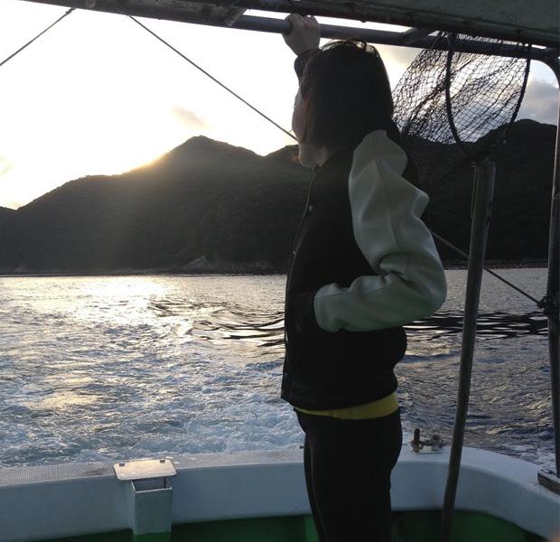 上五島で初の漁船。知人の親戚の漁師さんと道でたまたますれ違って乗せてもらいました。こういう偶然の縁で私たちの活動は成り立っています。