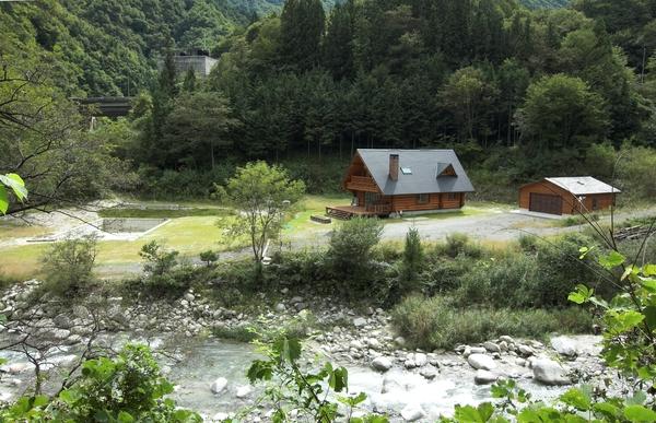日本一の星空とログハウス界のスター・敷地1500坪超・長野県阿智村