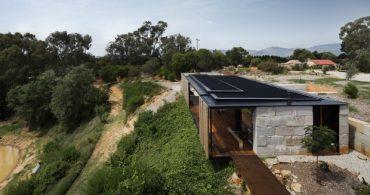 コンクリートが織り成すパッチワーク模様、元製材所の「SawMill House」