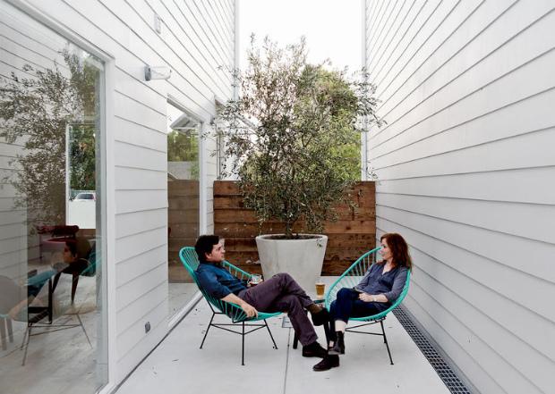 row-on-25th-patio