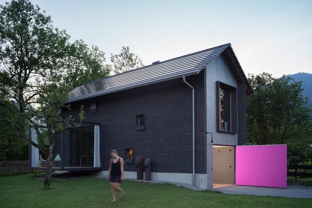 小さな敷地を有効活用、多重階層の一軒屋「Holzhaus am Auerbach」