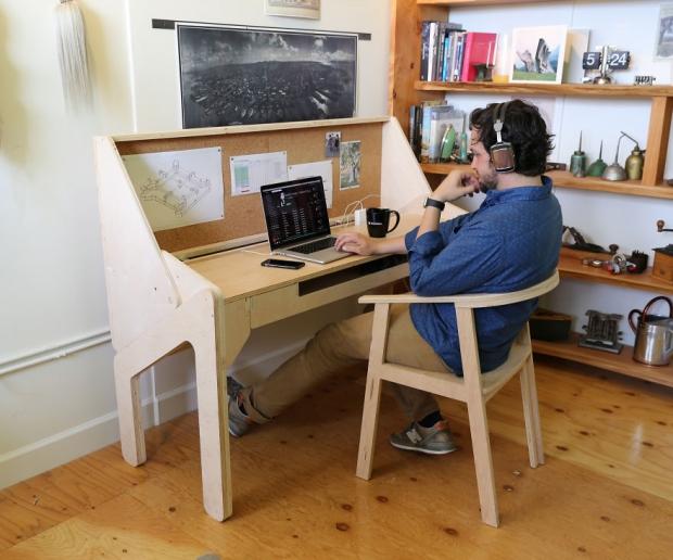 学習デスクから自宅バーへ早変わり! 「transforming bar desk」