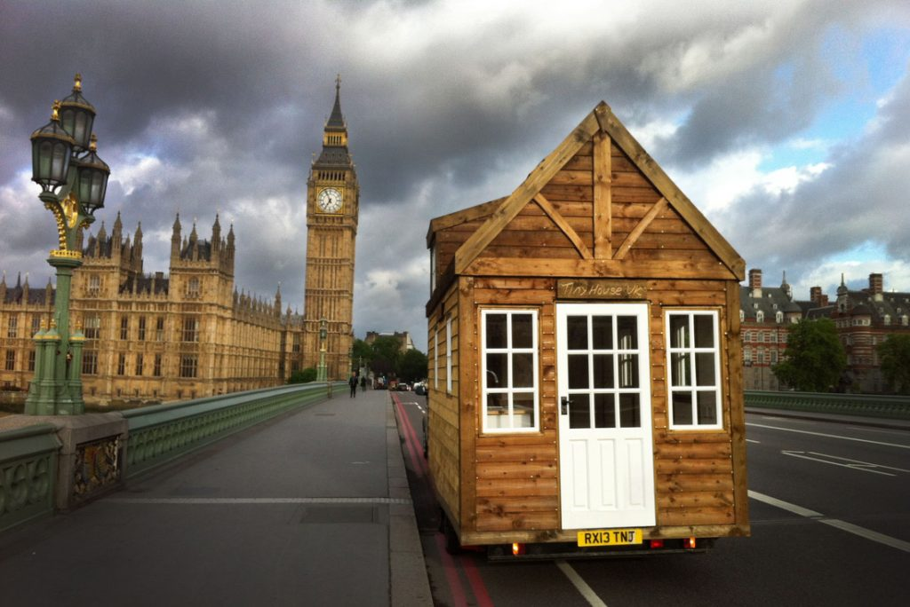 Tiny-House-UK-visits-Big-Ben