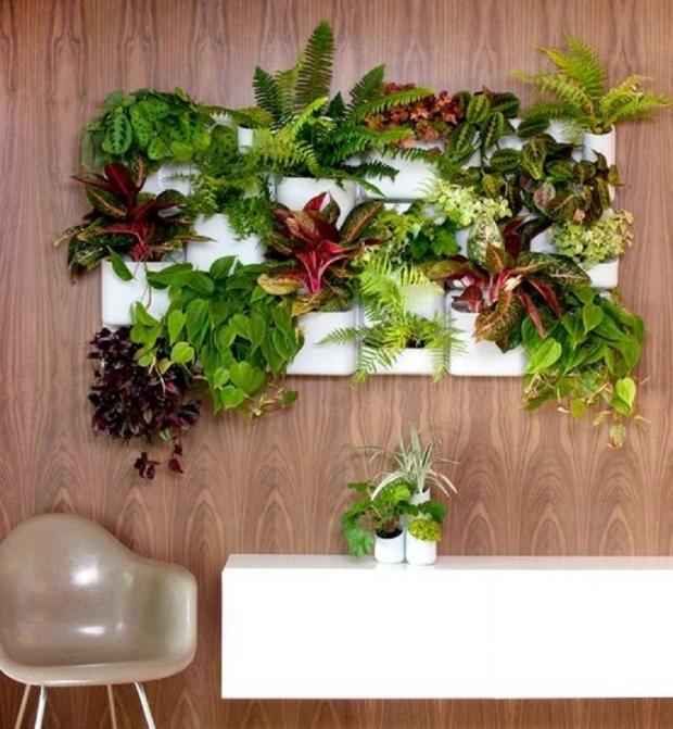 小さな暮らしには小さな庭を、壁面のタイニーガーデン「Urbio」