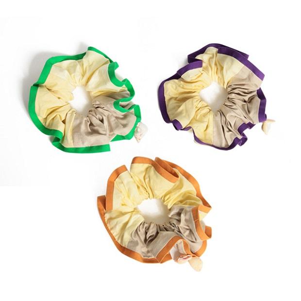 加計呂麻島在住の自然布処ののやにお願いしてシルクを加計呂麻島に生える木、フクギで染め上げ貝殻をつけたFUKUGI&SHELL chou-chou。