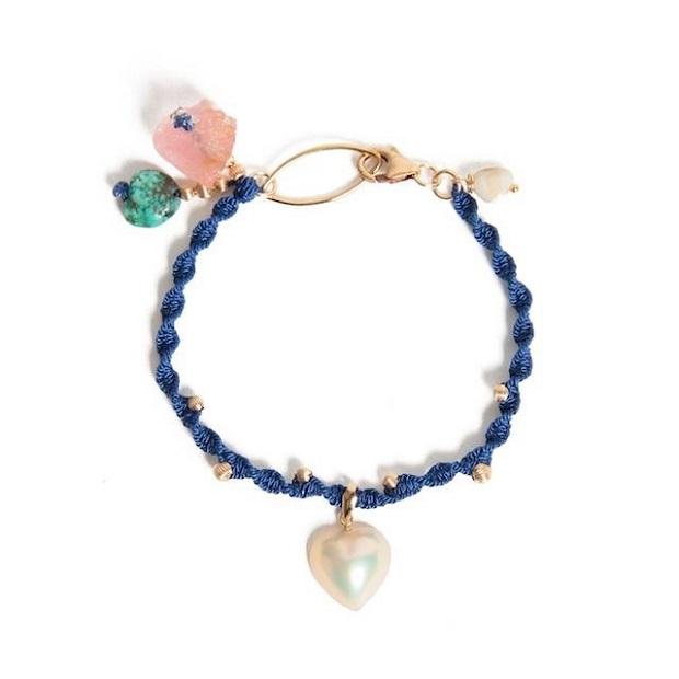 ILAND identityの商品のひとつ、ILAND HEART bracelet。こちらは加計呂麻島の夜をイメージしたもの。日本では奄美・加計呂麻島でしか作れないハート型の真珠マベパールを使用しています。