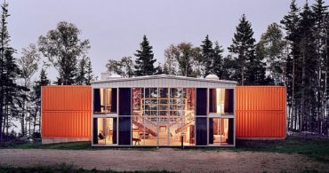 12個のコンテナを使用した開放的なセカンドハウス「12 Container House」
