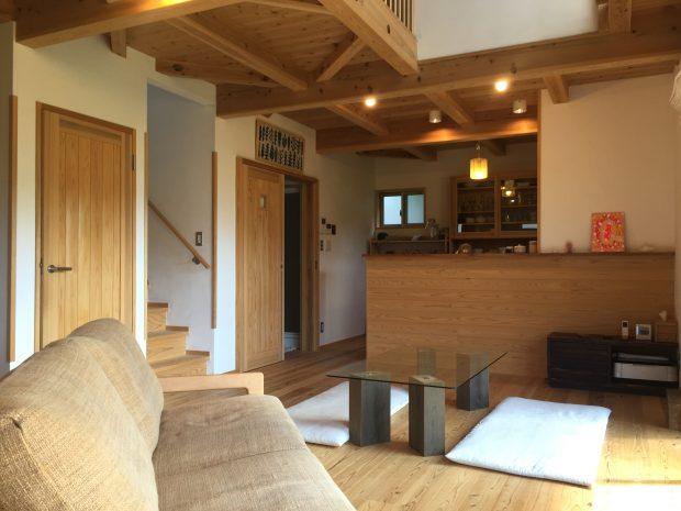 サトウさんはすべて杉材で作られた「天然住宅」で家を建てた