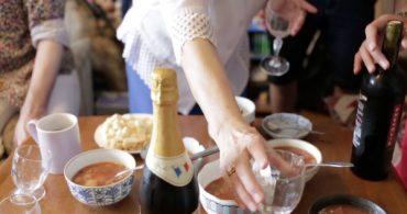 ロシアの代表家庭料理、ボルシチ!チョコレートやチェリーで味付けする家もあるんです。| 世界中で広がる'市民料理'を通じた出会い by KitchHike