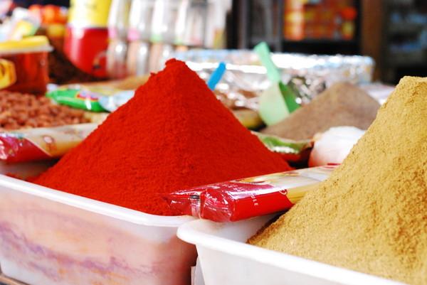 モロッコの食卓におじゃましました!現地のタジン鍋は、プルーン入りもあるんです。| 世界中で広がる'市民料理'を通じた出会い by KitchHike