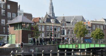 橋守たちが快適に過ごせる、景観にマッチしたオランダの橋守小屋「Melkhuisje」