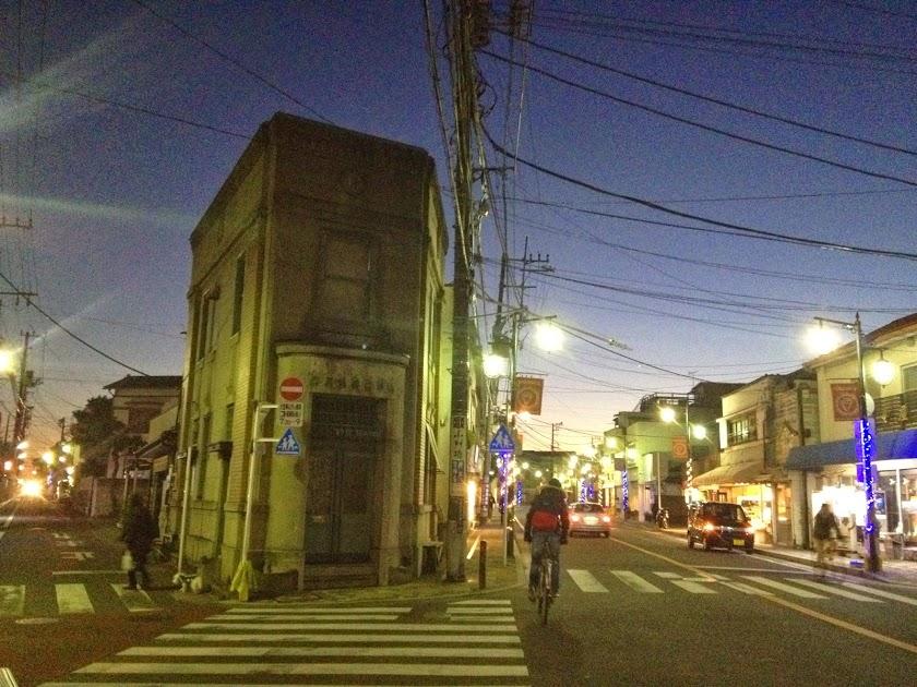 小川さんが気に入った細い路地がある鎌倉の町並み