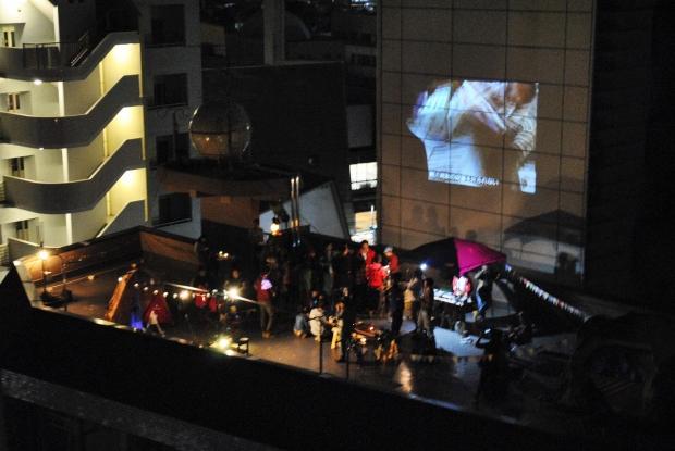 MAD Cityのフラッグシップ的な存在であるMADマンションは、広々とした屋上が共有スペース。不定期で住民によるイベントが行われている。