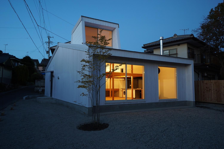 シンプルだけど暖かい、信州カラマツで建てたミニマルハウス「Pettanco House」