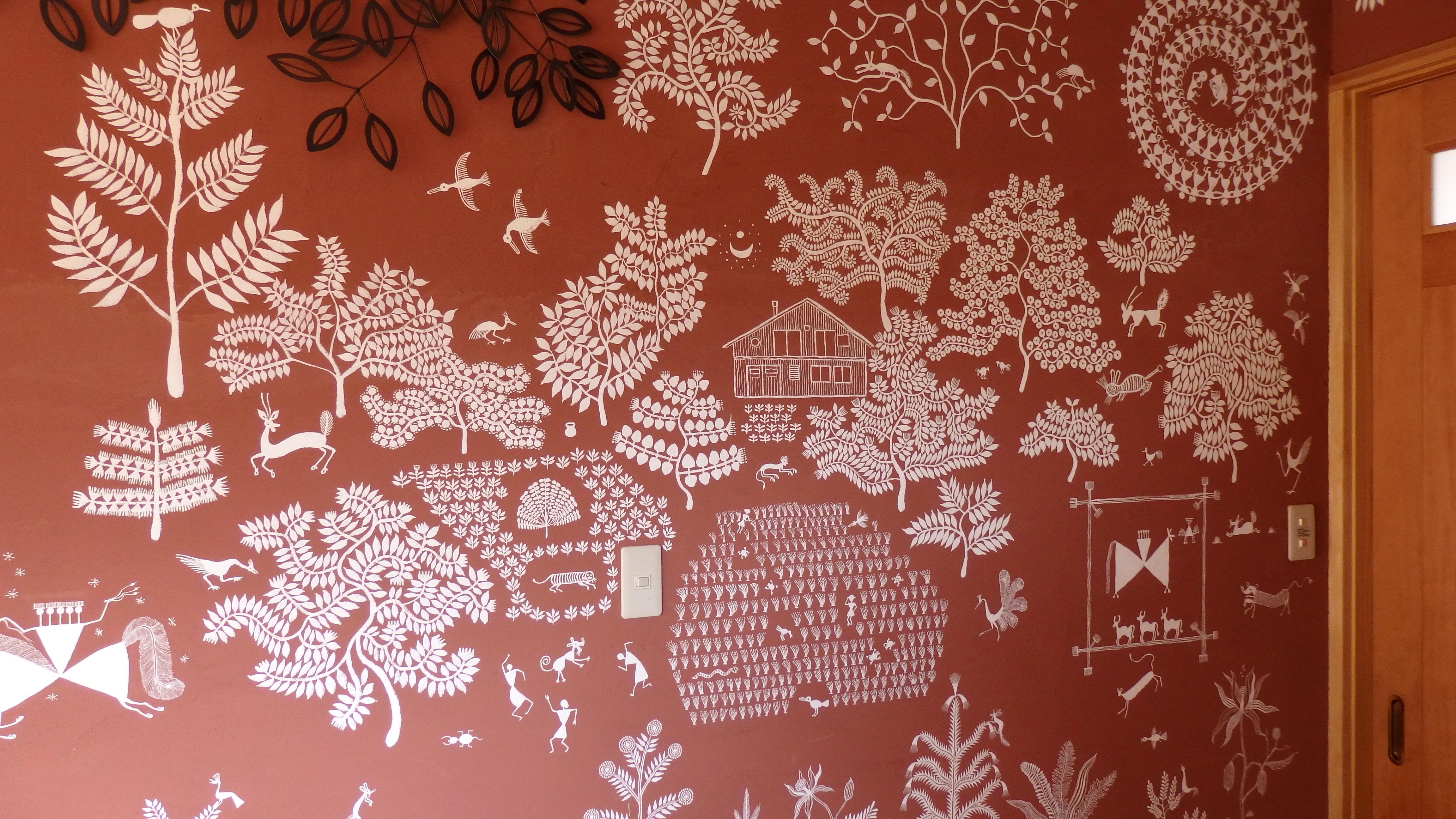 インド・ワルリー画風に壁に描いた絵も、蔵前さんが自身で仕上げた