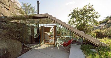 ノルウェーの岩場に建つ、シンプルな機能美キャビン「Cabin Knapphullet」