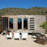 「できるかな?」建築家とデザイナーがDIYしたスペインの「A Small Prefab house」