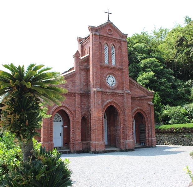 レンガ造りの堂崎天主堂は毎回必ず立ち寄る場所。五島で一番最初に建てられた教会で今は資料館になっています。